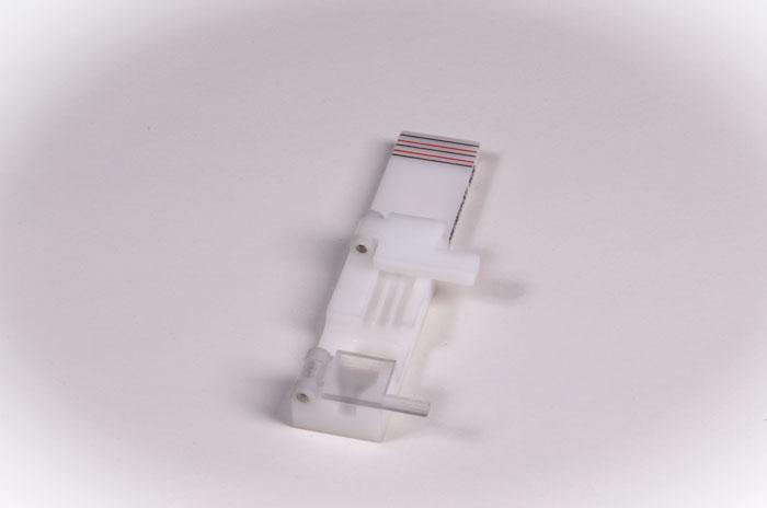 Fixtur för fixering och montage av kabel och kontaktstycken